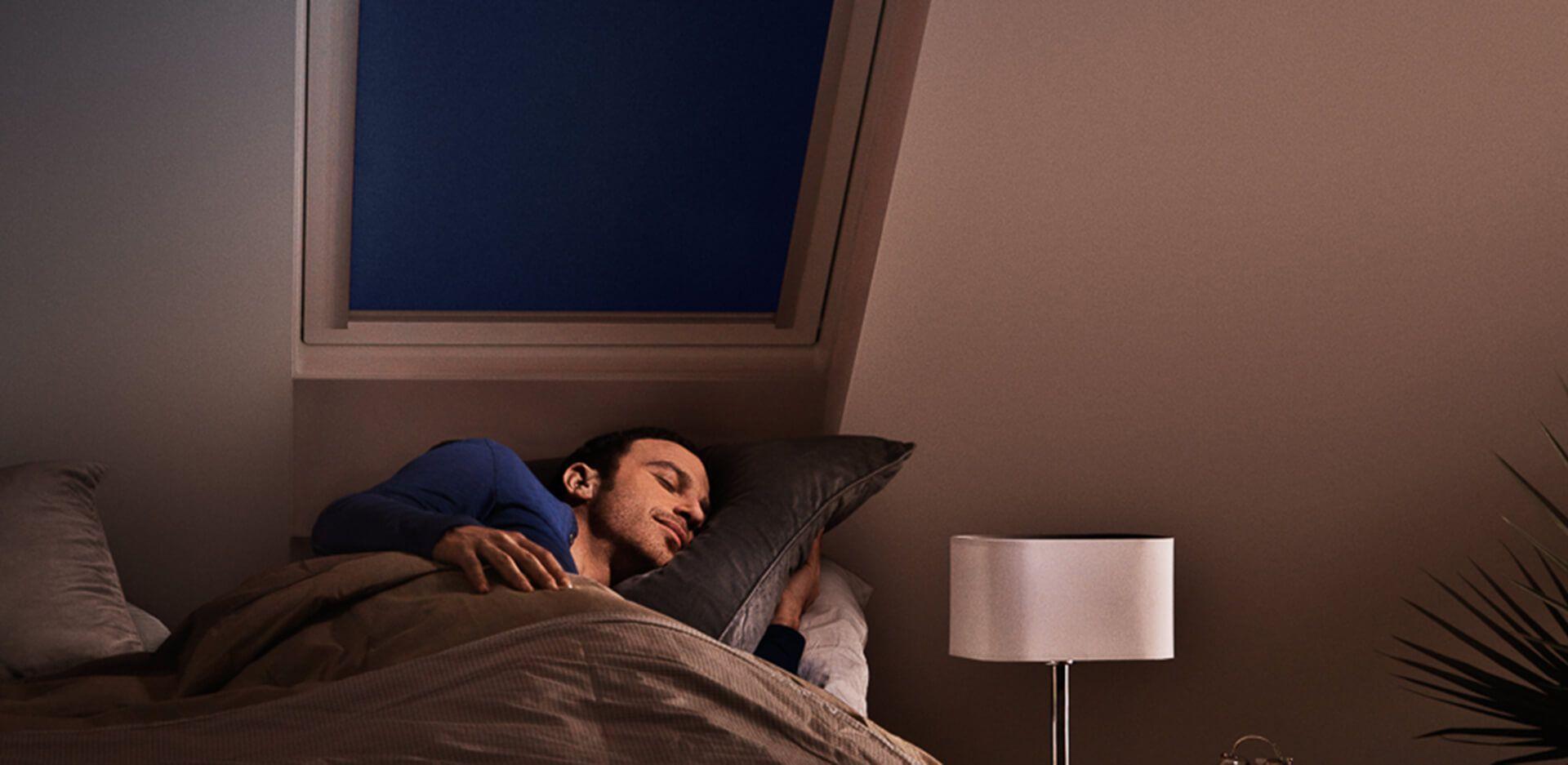 Dormitorios con ventanas Velux, equipados con cortinas de oscurecimiento total, para que nada te desvele.